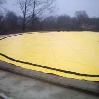Dujų saugyklos pamatinės plokštės betonavimas.